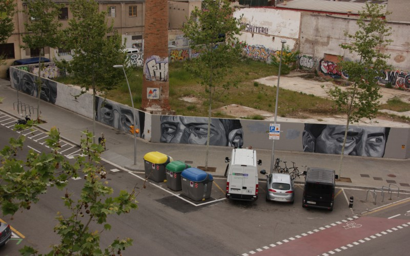 Modern murals to make reflect about modern and social issues - Jupiterfab - Nowpoblenou