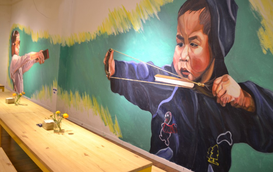 Modern murals to make reflect about modern and social issues - Cosmo Gallery Barcelona