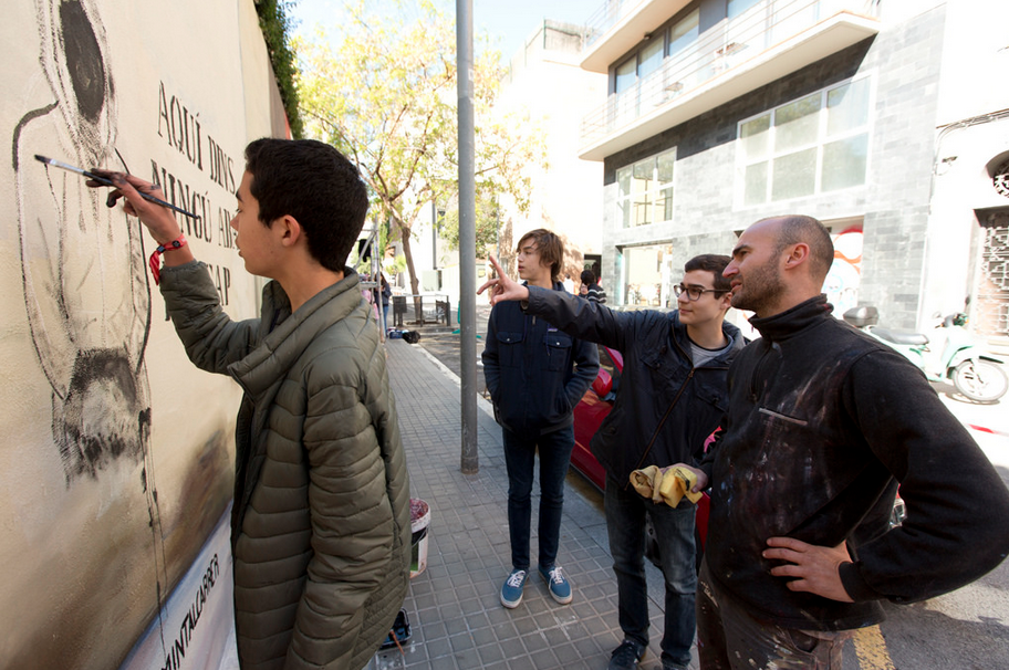 """You are the key"" – ""Tu ets la clau"" Project in collaboration with Fundació Arrels and Escuela Jesuitas about the awareness of common people about the right of homeless to have a house and a key. During the project I worked and painted with some students of Escuela Jesuita."
